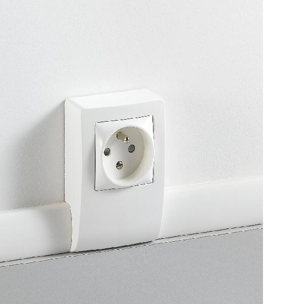 Moulure electrique cache cable electrique exterieur avec goulotte c bles x cm coloris gris - Goulotte electrique exterieur ...