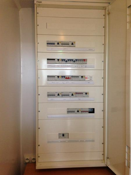 nouvelle realisation armoire hager ets lamy r alisation. Black Bedroom Furniture Sets. Home Design Ideas