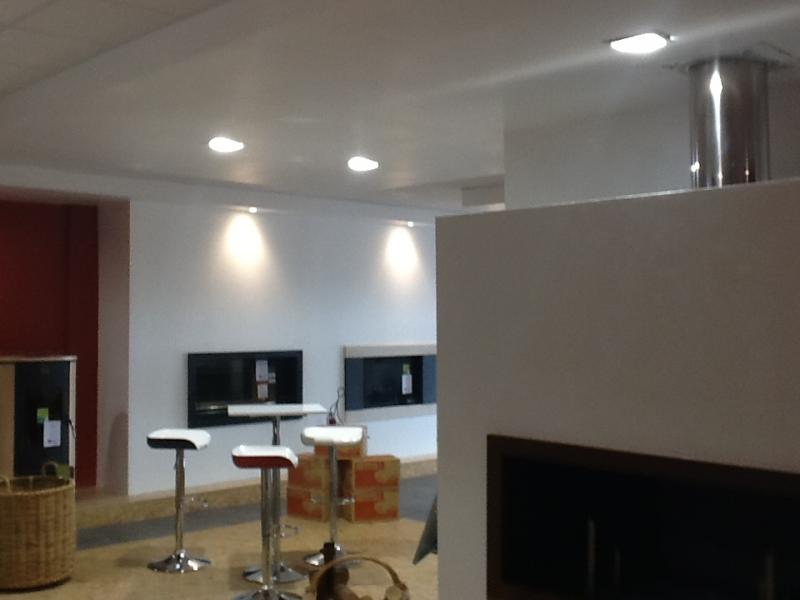 Magasin hall cheminee a montauban 82000 r alisation cef for Eclairage automatique interieur