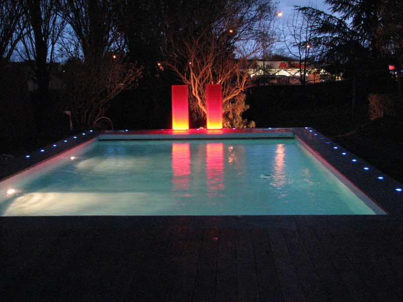 Eclairage piscine r alisation cef yesss electrique for Eclairage exterieur piscine
